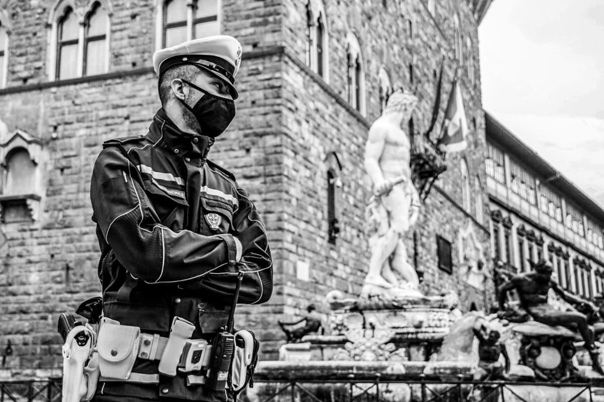 GERMOGLI PH : 15 NOVEMBRE 2020 FIRENZE CENTRO STORICO PIAZZA DELLA SIGNORIA POLIZIA MUNICIPALE EMERGENZA CORONAVIRUS COVID 19
